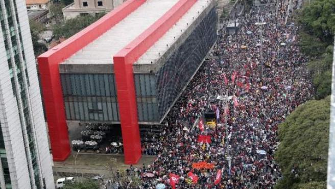 Brasileños marchan contra MIchel Temer y piden elecciones, por séptimo día consecutivo, en Sao Paulo, el 3 de septiembre de 2016.