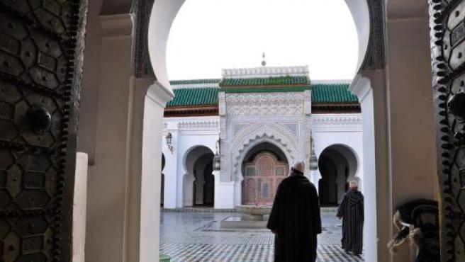 Interior de una mezquita en Fez.