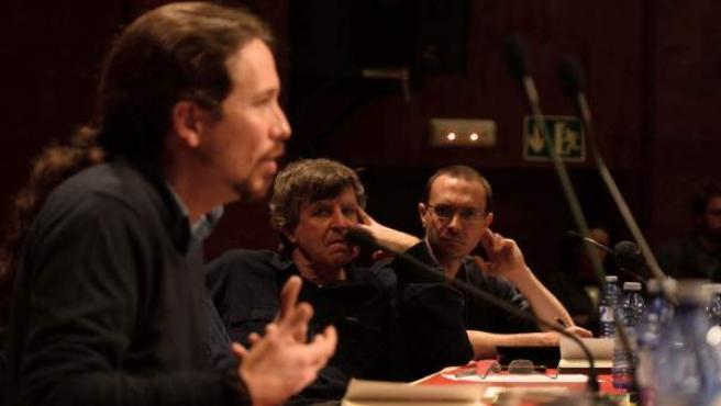 El secretario general de Podemos, Pablo Iglesias, y el de Podemos Madrid, Luis Alegre (a la derecha).