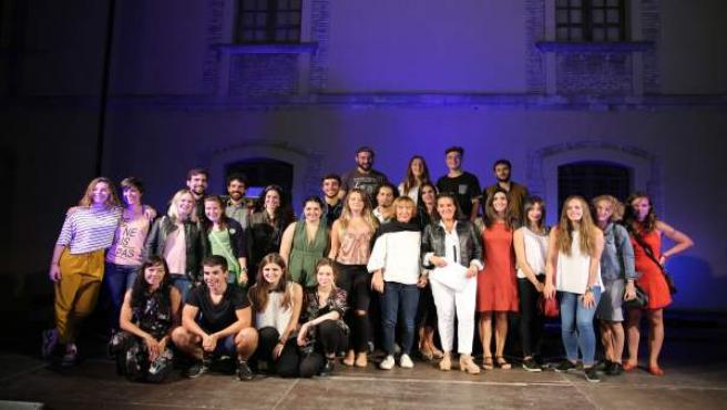 Los premiados, con Maitena Muruzábal,Ádela González y Mar Basail.