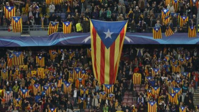 Esteladas en el Camp Nou.
