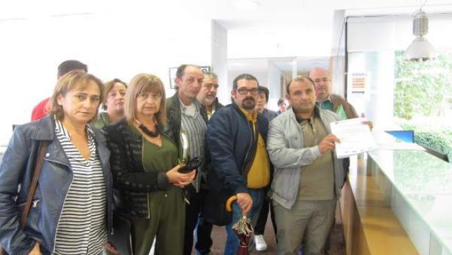Personal laboral de la Xunta entrega 2.000 firmas contra recortes