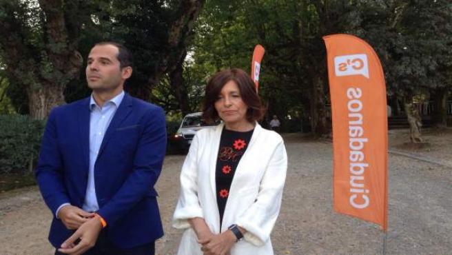 Ignacio Aguado y Cristina Losada, de Ciudadanos, en Santiago 25S