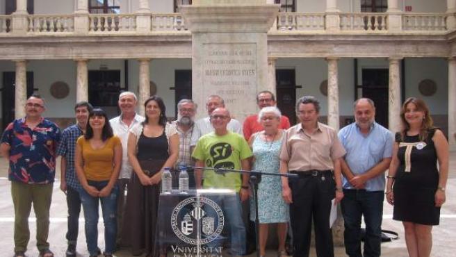 Plataforma pels Drets Lingüístics en la presentación del documento en La Nau