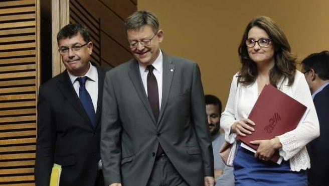 El presidente de Les Corts Valencianes, Enric Morera, entra en el hemiciclo junto al president Puig y la Vicepresidenta Mónica Oltra.