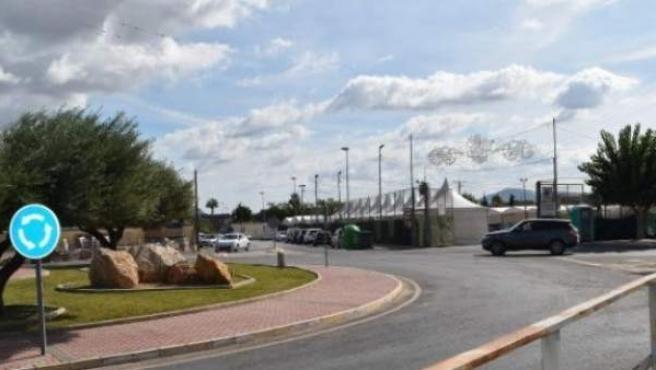 Rotonda de Santomera, Murcia, donde se originó la multitudinaria pelea con atropello múltiple incluido.