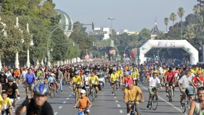 El día 18 fue la jornada de la bicicleta en Valencia y el Ayuntamiento celebró el XX Día de la Bicicleta. El 22 de septiembre, con motivo del Día Sin Coches, los autobuses de la EMT y el metro son gratuitos en dicha ciudad.