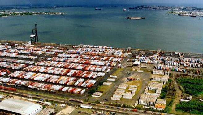 Vista aérea de la zona de carga del puerto de San Juan.