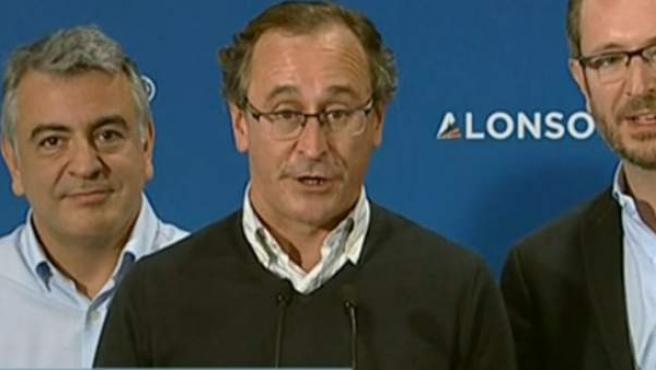 El candidato del PP a lehendakari, Alfonso Alonso, compareciendo tras las elecciones.