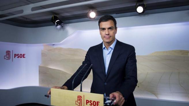 El líder del PSOE, Pedro Sánchez, comparece ante los medios para analizar los resultados de las elecciones gallegas y vascas.