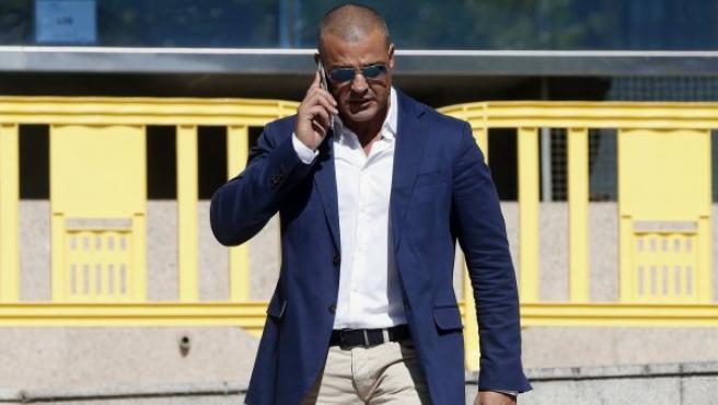 El empresario promotor y principal acusado por la tragedia del Madrid Arena, Miguel Ángel Flores, a su salida de la Audiencia Provincial de Madrid.
