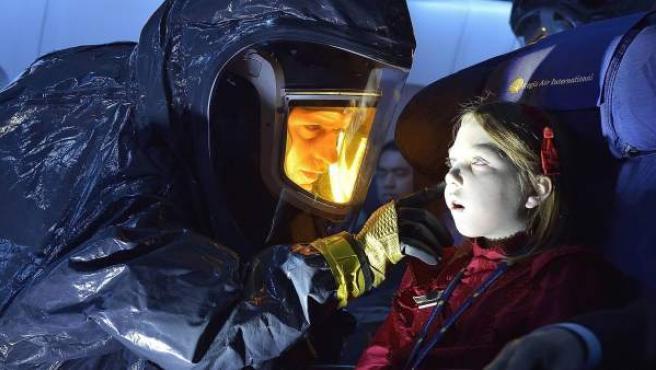 Un avión lleno de cadáveres aterriza en Nueva York en el primer episodio de la serie 'The Strain'.