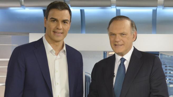 <p>Pedro Sánchez y el periodista Pedro Piqueras.</p>