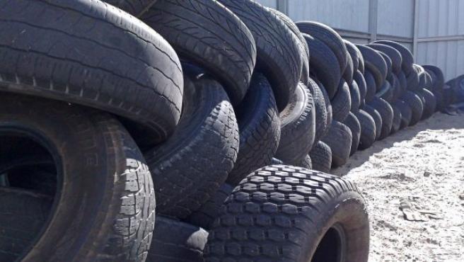 Los neumáticos no caducan, pero sí tienen una vida útil. Cuantos más años tenga ese neumático, más repercusión tendrá en la falta de seguridad del mismo ya que no tendrá las mismas características que cuando era nuevo. (FLICKR / CC)