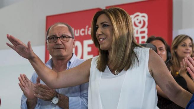 La secretaria general del PSOE-A y presidenta andaluza, Susana Díaz, junto al secretario de organización, Juan Cornejo, en la reunión del comité director de su partido en Sevilla.