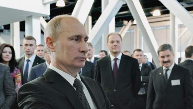 El presidente ruso, Vladimir Putin, frente a un ordenador.