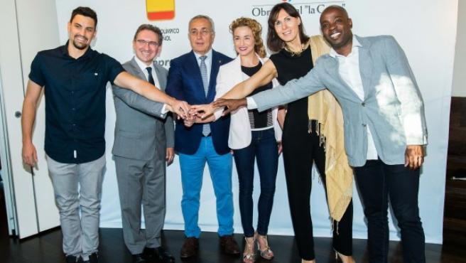 Javier Illana, Jaume Giró (director general de La Caixa), Alejandro Blanco Presidente del COE), Carolina Pascual, Mihaela Ciobanu y Joan Lino.