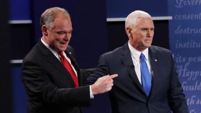 Los candidatos a la vicepresidencia de EE UU, el republicano Mike Pence (dcha) y el demócrata Tim Kaine (izq).