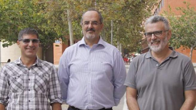 De izquierda a derecha, los investigadores José Manuel Pavía, Anselm Bodoque y Joaquín Martín, en el campus dels Tarongers de la Universitat de València.