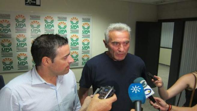 Diego Cañamero atiende a los medios junto a Cristóbal Cano.