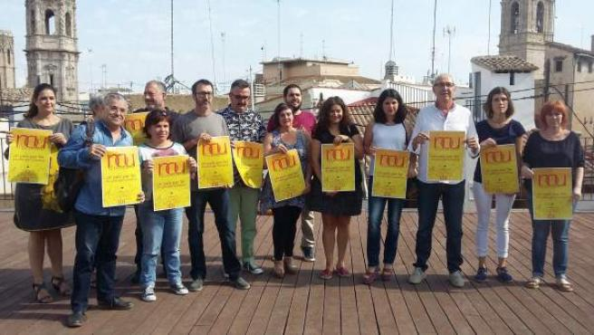 Representantes de la Comissió 9 d'Octubre en la presentación de la manifestación