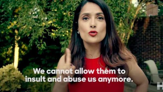 """Salma Hayek pide el voto latino en un video para Hillary Clinton: """"No podemos dejar que nos insulten más""""."""