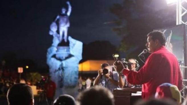 """Maduro, en la presentación este viernes del monumento en honor a Chávez y del premio """"Hugo Chávez de la Paz""""."""