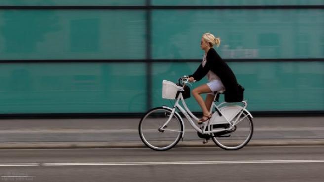 Los ciclistas, junto con peatones y motoristas, son los usuarios más vulnerables y con más posibilidad de sufrir un accidente con consecuencias graves.