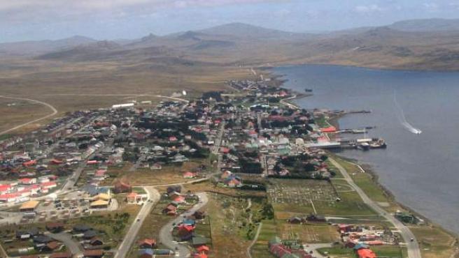 Imagen aérea de Stanley, principal localidad del archipiéago de las Malvinas.