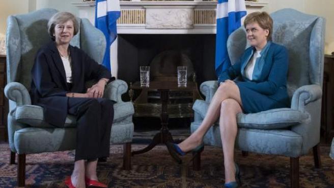 Theresa May, primera ministra de Reino Unido y Nicola Sturgeon, ministra principal de Escocia y líder del partido independentista.