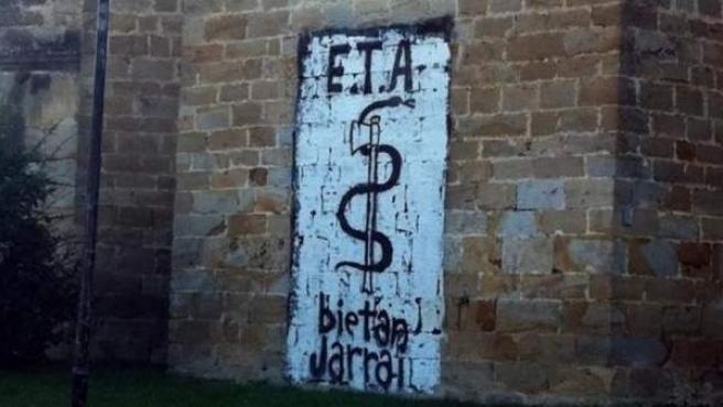 Pintada a favor de ETA en una pared de la iglesia de Arbizu.
