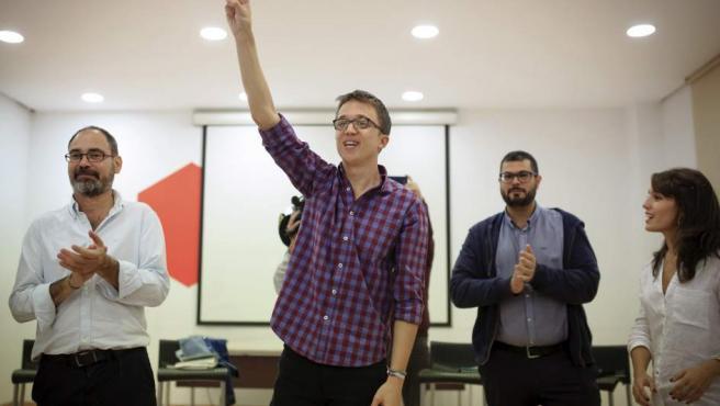 El responsable de la Secretaría Política de Podemos, Íñigo Errejón (2i), durante un acto público de la iniciativa Hacemos en Málaga.