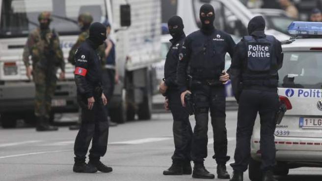 Agentes de la Policía belga en un dispositivo de seguridad.