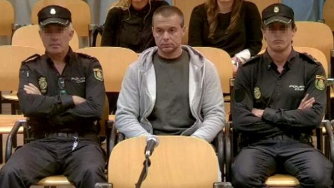 Antonio Ángel Ortiz, conocido como el pederasta de Ciudad Lineal, durante un momento del juicio en la Auciencia Provincial de Madrid, en el que fue condenado a 70 años y medio de prisión por secuestrar y agredir sexualmente a cuatro niñas.