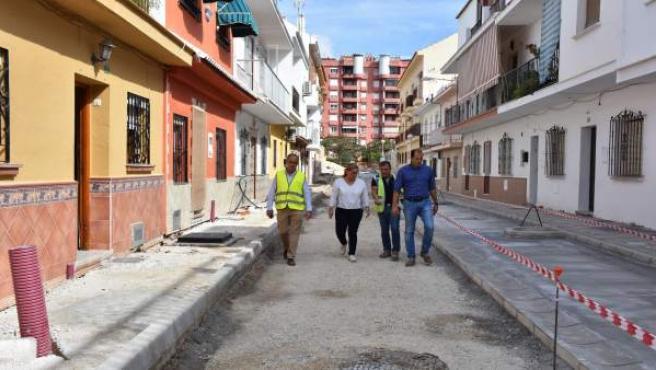 La alcaldesa de Fuengirola visita las obras en avenida Las Salinas