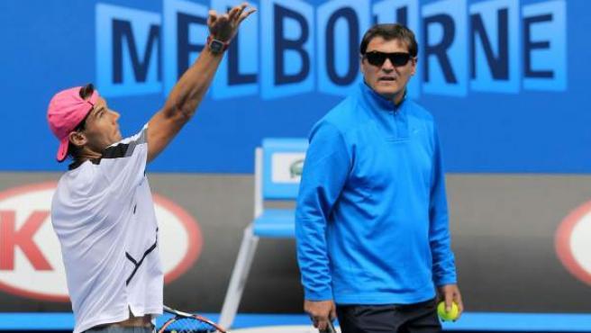 Rafa Nadal con su entrenador Toni.