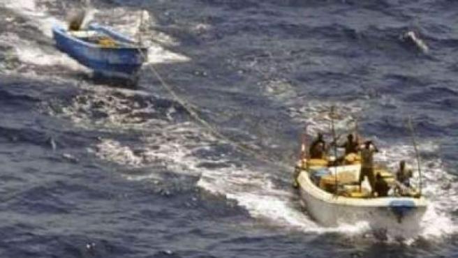 Piratas somalíes.