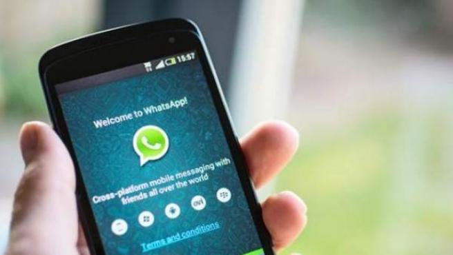 Pantalla de móvil con WhatsApp.