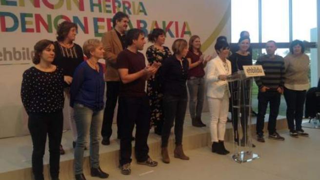 La nueva candidata de EH Bildu a lehendakari para la investidura, Maddalen Iriarte, se dirige a los medios.