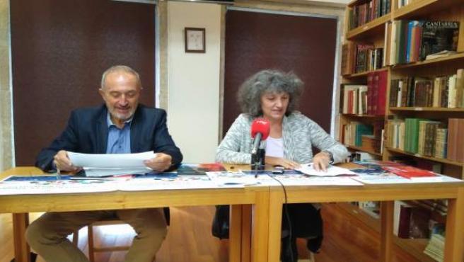 El portavoz de SOS Sanidade Pública y la parlamentaria de AGEe