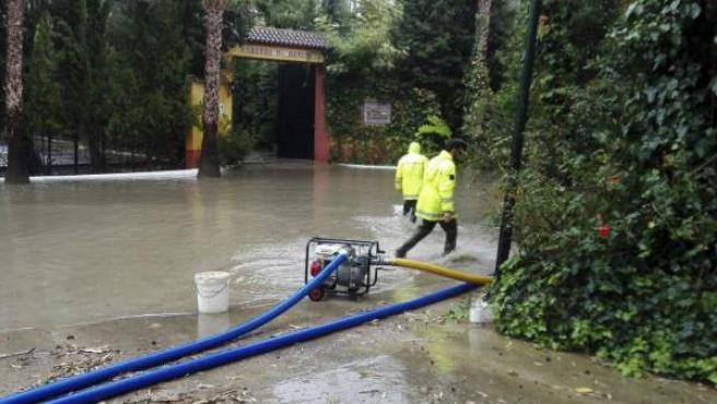 Fotografía facilitada por el servicio Emergencias 112 Andalucía que ha ha gestionado numerosas incidencias por las precipitaciones que se están produciendo en la comunidad.
