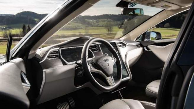 Interior de un Tesla Model S, uno de los tres coches de la compañía americana.