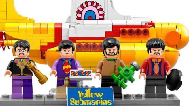 The Beatles y el submarino amarillo en figuritas de Lego.