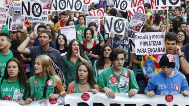 Estudiantes protestan en una manifestación, en una imagen de archivo.