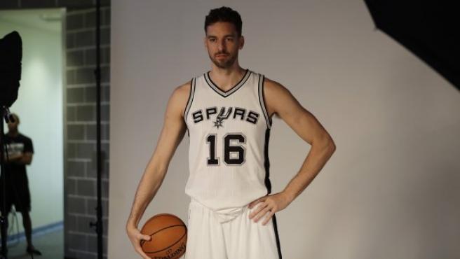 Gasol, en su presentación con San Antonio Spurs.