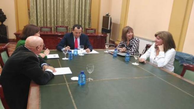 Junta sindicatos y cem se reúnen cláusulas sociales medioambientales Ruiz Espejo