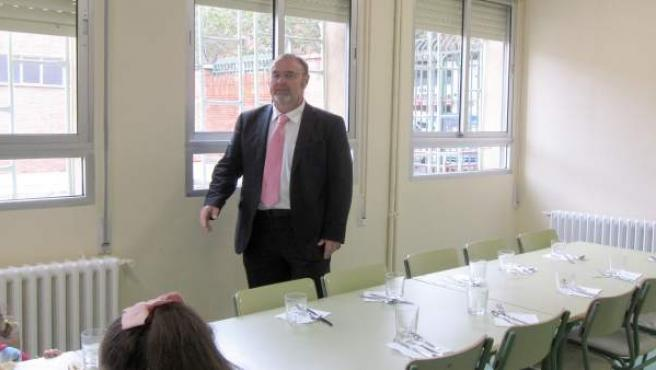 Fernando Rey en el comedor de un colegio