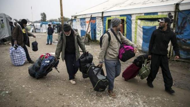 Desmantelación de otro campo de inmigrantes en Calais, Francia, en 2016.