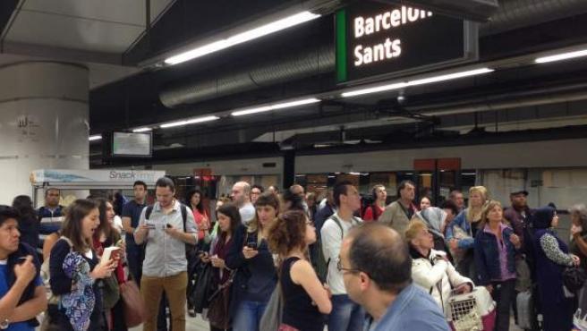 Estación de Sants. Andenes. Retraso. Viajeros.