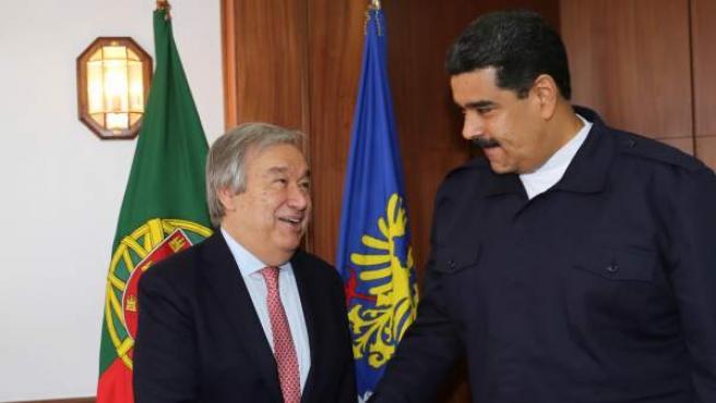El presidente de Venezuela, Nicolás Maduro, junto al secretario general designado de las Naciones Unidas, el portugués Antonio Guterres.